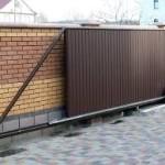 Вариации конструкций откатных ворот, их преимущества и недостатки