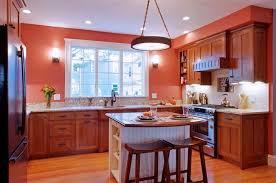 Обновление кухни с красивым кухонным островком