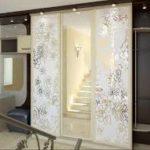 Зеркальные двери с лазерной гравировкой — квартира из сказки