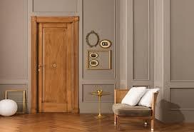 Преимущества дверей из массива ольхи